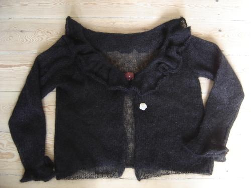 trøje med flæser